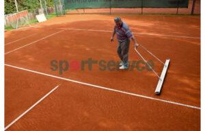 Tenniseväljaku kunstmaterjalist hari