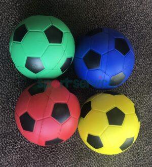PU vahust jalgpall mustade paneelidega